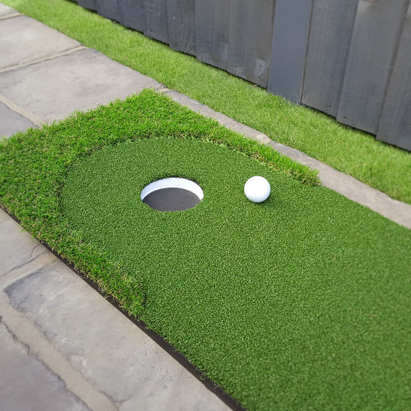 Outdoor portable artificial putting green
