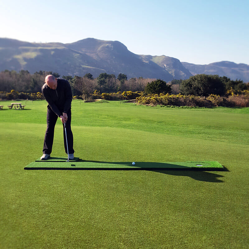 Professionally endorsed golf putting practice aid