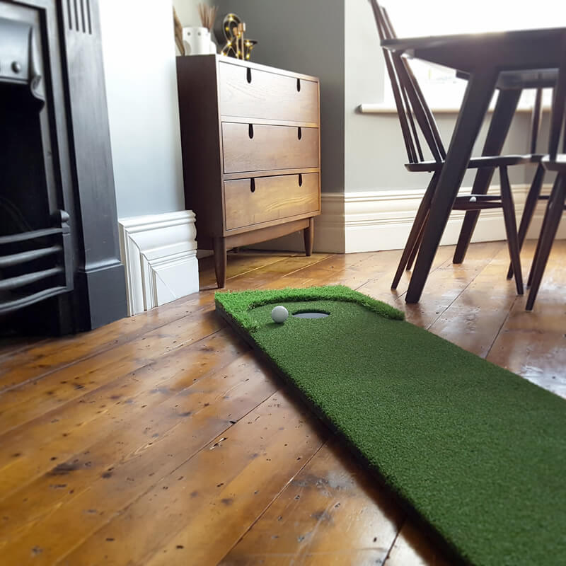 Artificial putting green for indoor and outdoor use